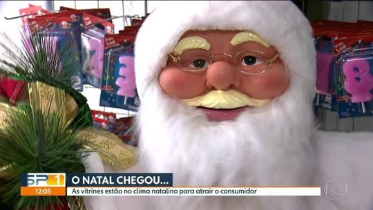 Papai Noel 'derruba' as bruxas e já domina as lojas da Rua 25 de Março, em SP