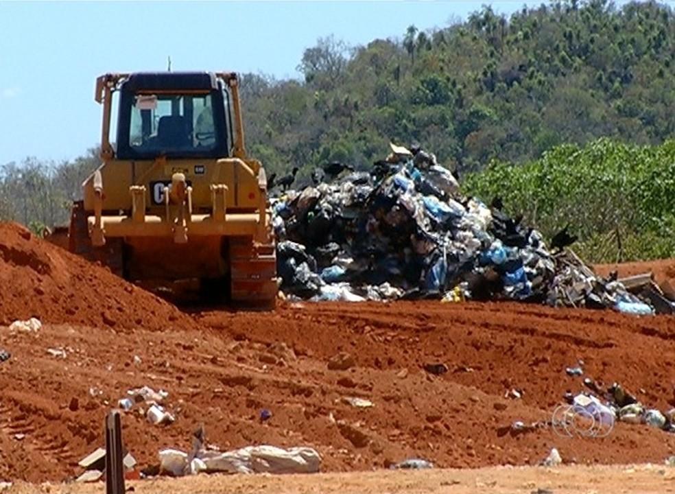 98% das cidades tocantinenses não conseguiram se adequar ao prazo do plano de resíduos sólidos (Foto: Reprodução/TV Anhanguera)