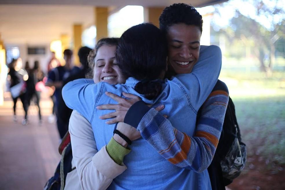 Dia Internacional do Abraço: escolas do DF vão comemorar até 30 de maio | Distrito Federal | G1