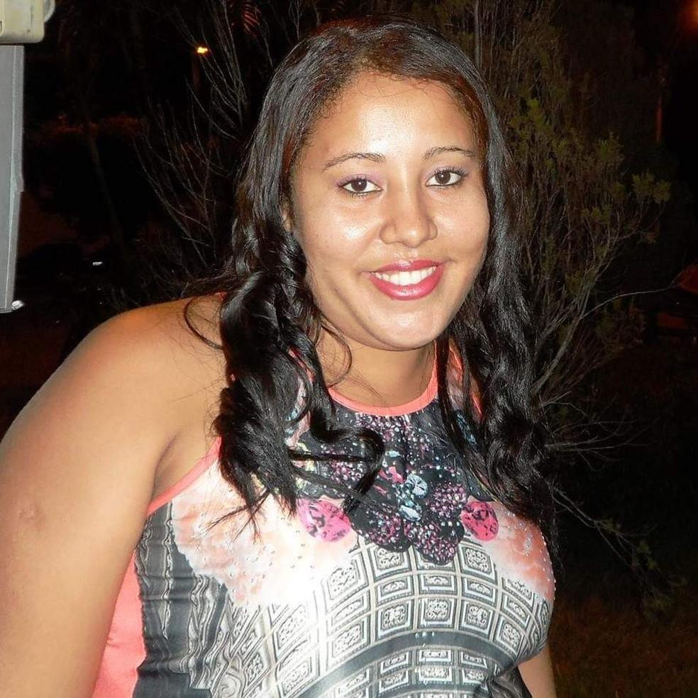 Aline morreu com três golpes de faca na manhã da última terça-feira (9).  — Foto: Arquivo pessoal