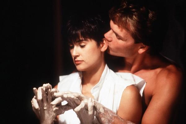 Patrick Swayze e Demi Moore em cena de Ghost - Do Outro Lado da Vida (1990) (Foto: Reprodução)