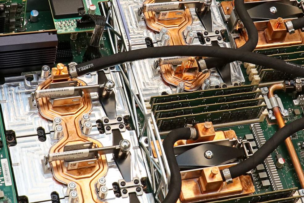 Supercomputador Summit tem quase 28 mil placas da Nvidia e 250 petabytes de armazenamento (Foto: Divulgação/Oak Ridge National Laboratory)
