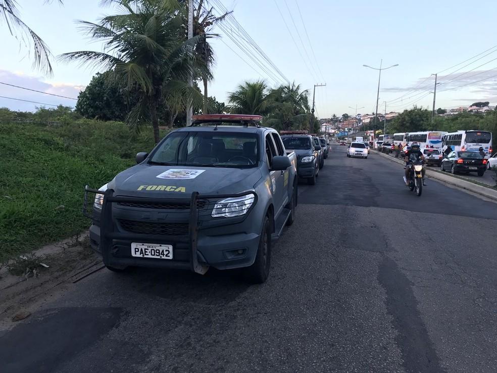 Operação na Comunidade do Mosquito na manhã desta terça-feira (26) (Foto: Kleber Teixeira/Inter TV Cabugi )