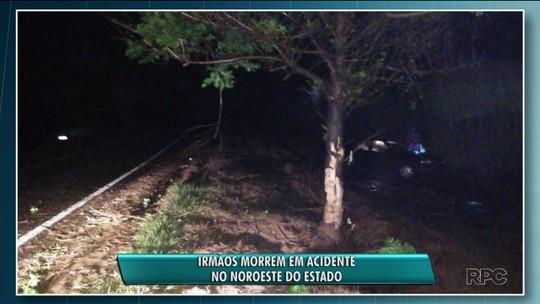 Dois adolescentes morrem em acidente depois de carro bater contra árvore em Paranacity