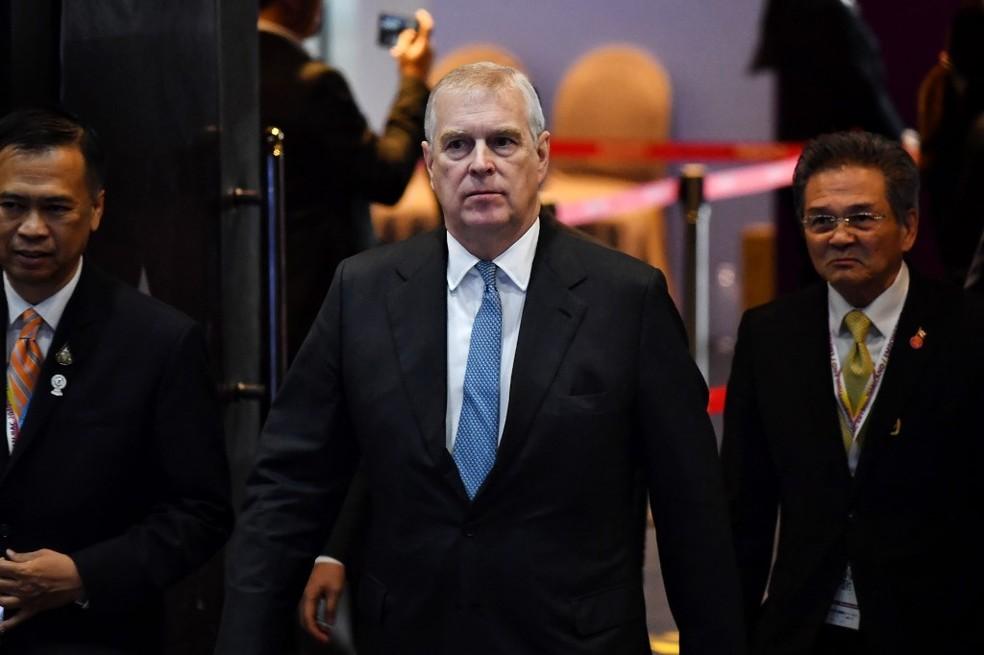 Imagem do príncipe Andrew ao chegar a uma reunião em Bangkok, em 3 de novembro de 2019 — Foto: Lillian Suwanrumpha / AFP