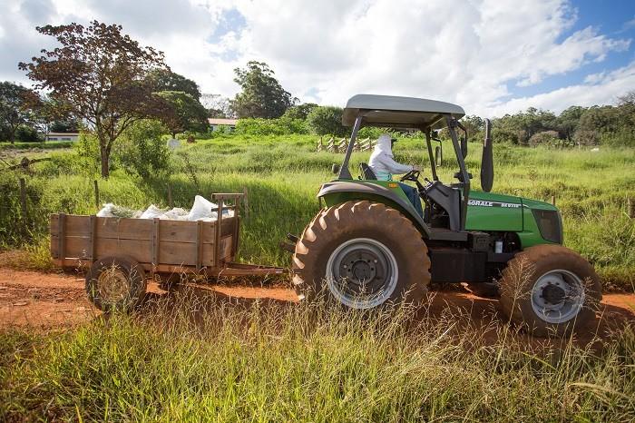 Trator no campo (Foto: CNA/Divulgação)