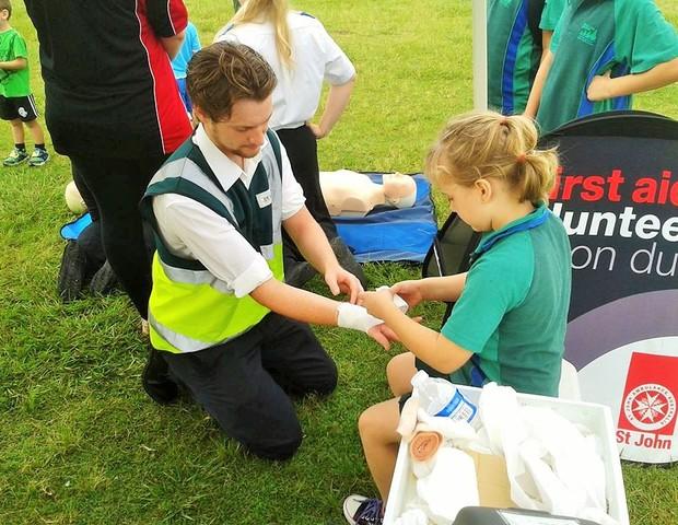 Crianças também podem ajudar a salvar vidas (Foto: St Jon Ambulance)