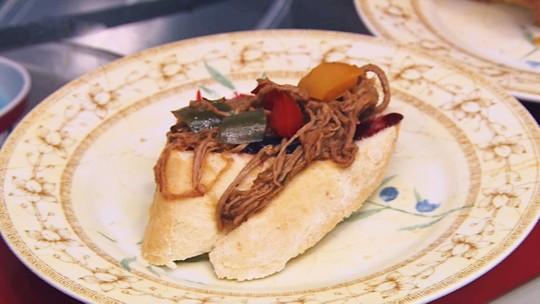 Bruschetta de Carne Louca com Geleia de Amora