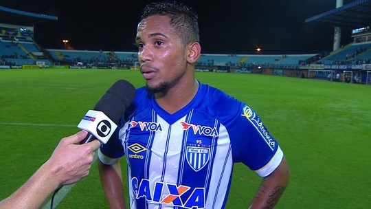 Lourenço enaltece importância do gol da classificação para o Avaí