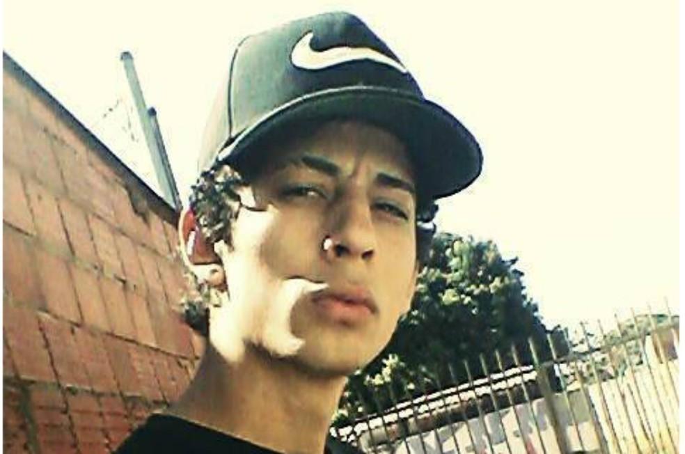 Alessandro Pacifico Rodrigues, de 19 anos, morreu após cair de pontilhão, logo após ter ingerido chá de cogumelo â?? Foto: Reprodução/Facebook
