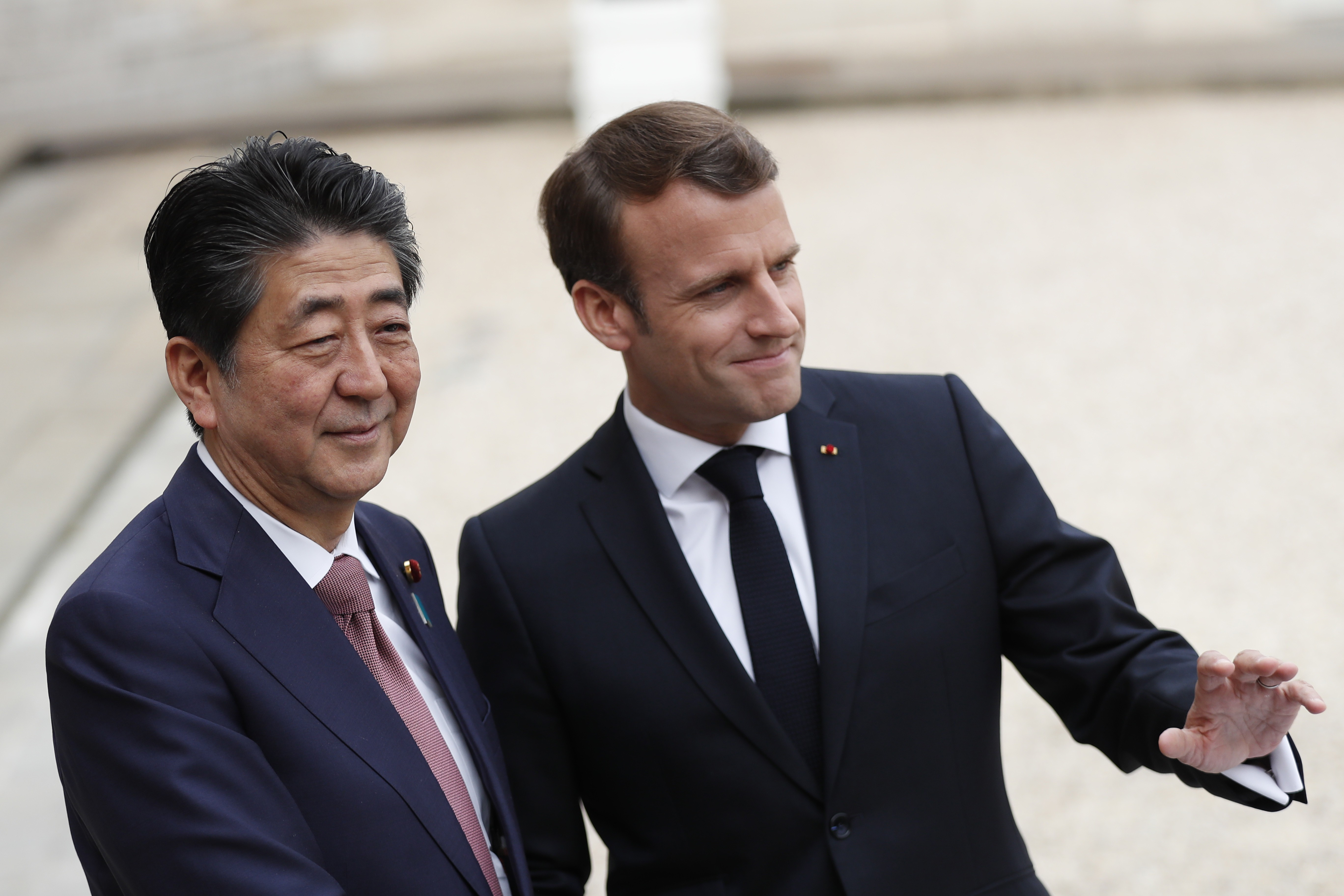 Macron e Abe reafirmam compromisso com aliança Renault-Nissan