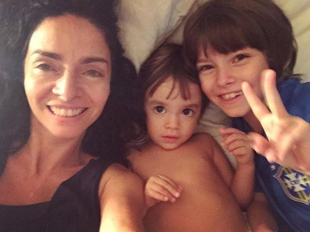 Claudia Ohana com Arto e Martim (Foto: Reprodução/Instagram)