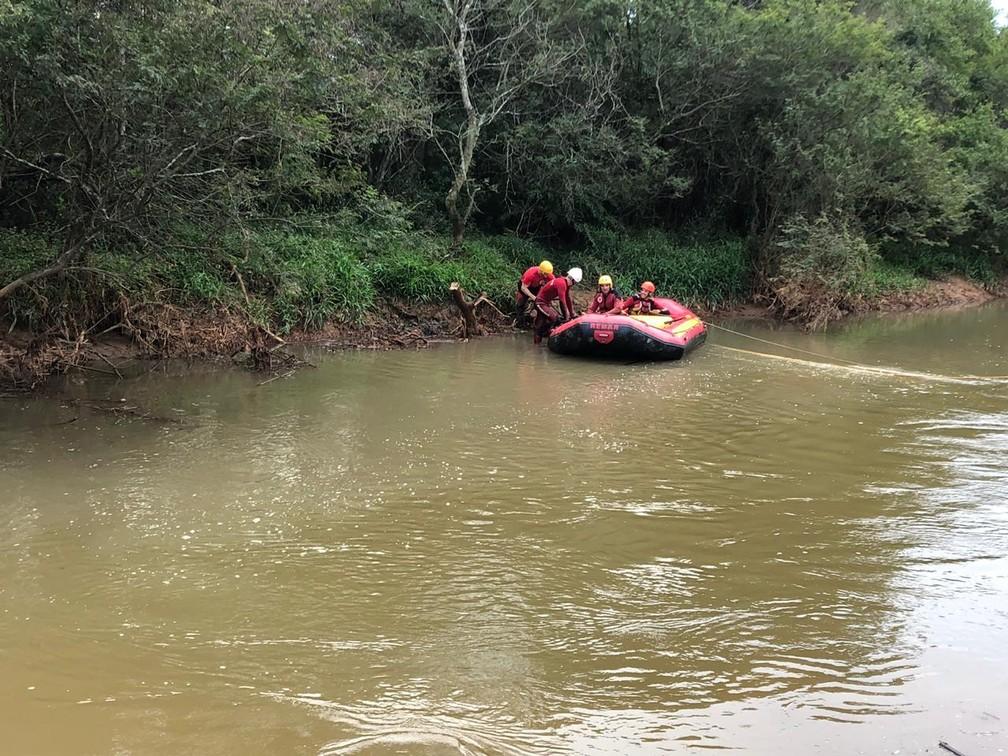 Buscas por homem que desapareceu no rio de Içara — Foto: Corpo de Bombeiros/ Divulgação