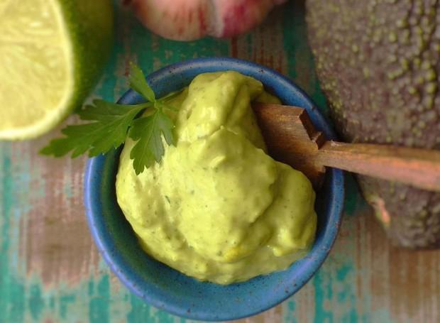 Maionese de abacate fica pronta em apenas 15 minutos