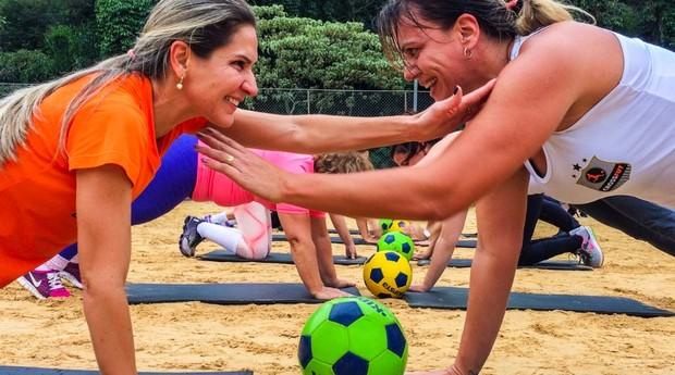 Mulheres realizam treino de crossfut (Foto: Divulgação)
