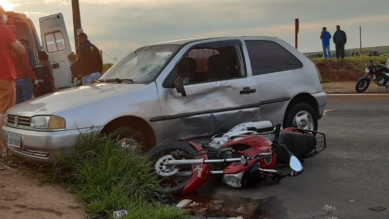 Acidente entre carro e moto deixa adolescente gravemente ferida em São Carlos