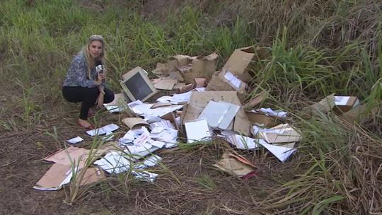 Documentos com dados de clientes do Banco do Brasil são achados em terreno baldio, em RO