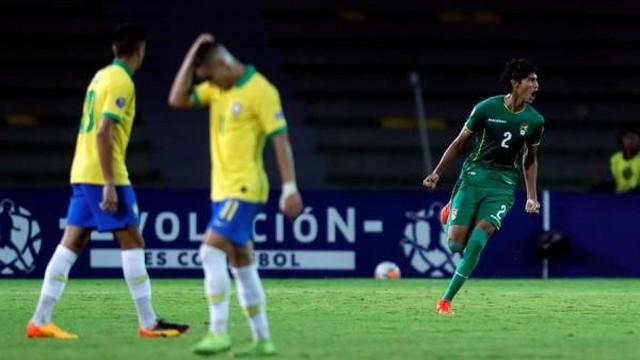 Reyes comemora o terceiro gol da Bolívia contra a seleção brasileira