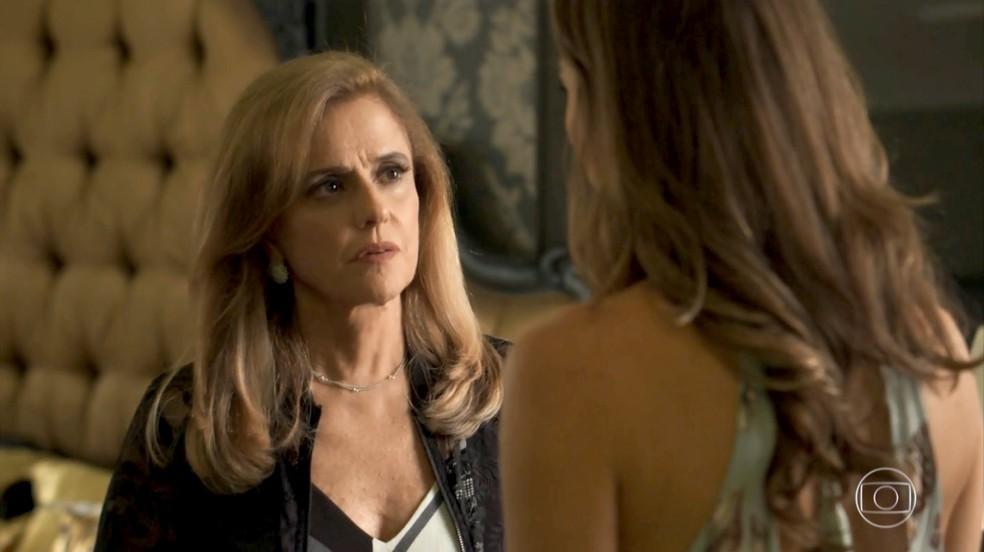 Sophia ameaça Lívia, caso ela tenha o filho que espera de Mariano (Foto: TV Globo)