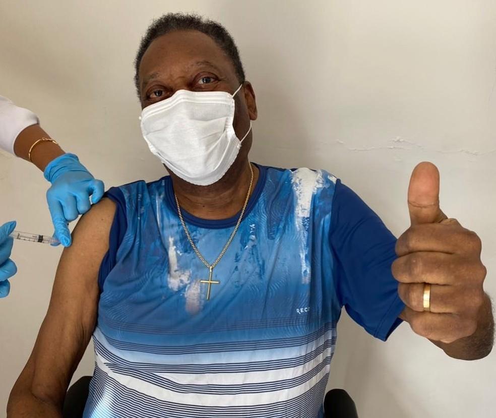 Rei do Futebol recebeu a primeira dose do imunizante — Foto: Reprodução/Instagram