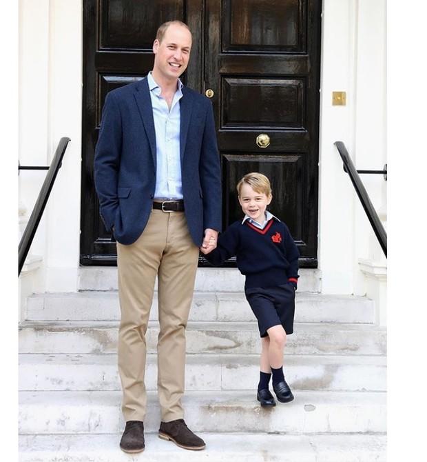 William e George no primeiro dia de aula  (Foto: reprodução/Instagram)