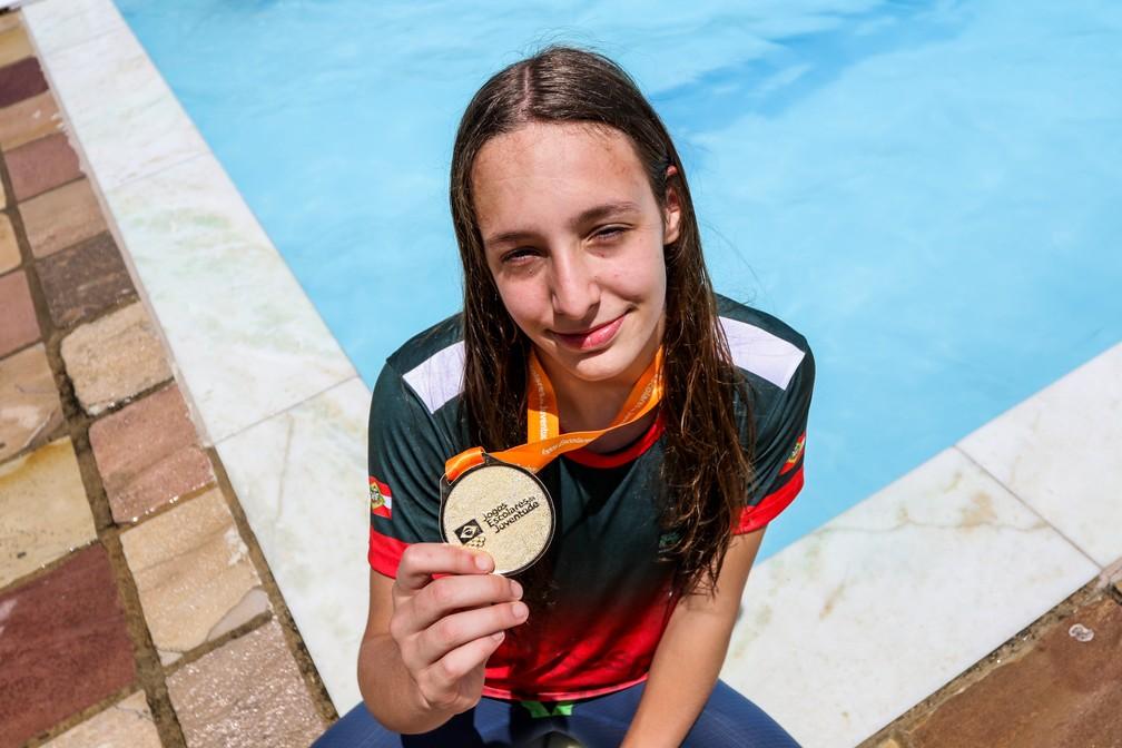 Paula Simioni, dona do primeiro ouro dos Jogos Escolares da Juventude: ela também joga vôlei — Foto: Ana Patrícia/COB