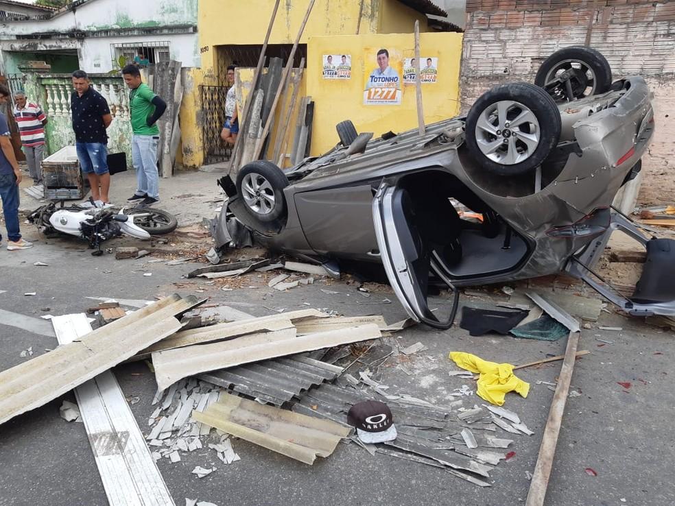 Acidente ocorreu no Bairro Pan Americano em Fortaleza.  — Foto: Leaben Monteiro/TV Diário