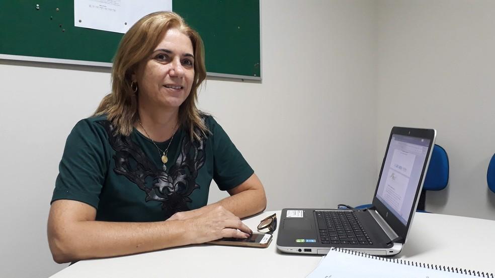 Professora Renata Patrícia Jeronymo destacou a queda no orçamento dos cursos EAD nas universidades públicas da Paraíba (Foto: André Resende/G1)