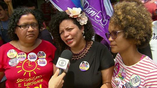 Dani Portela defende valorização da educação pública durante panfletagem  no Recife