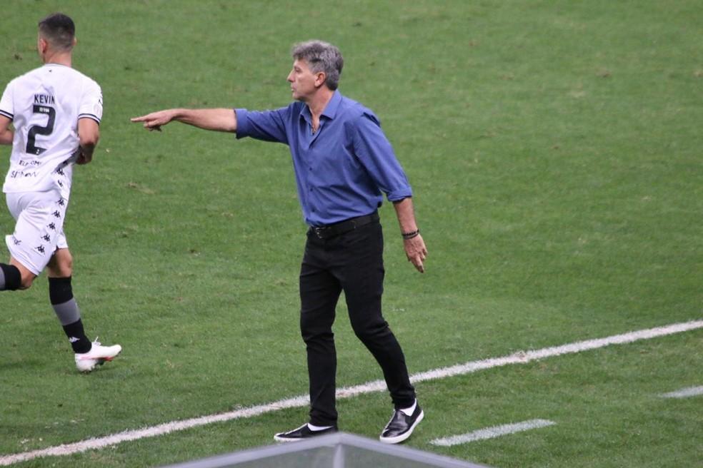Técnico Renato Portaluppi comanda vitória do Grêmio contra o Botafogo — Foto: Eduardo Moura/ge.globo