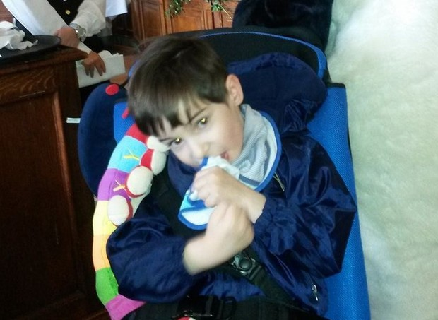 Eoin tem uma doença sem cura, mas os pais buscam oferecer os melhores cuidados  (Foto: Divulgação/ GoFundMe)