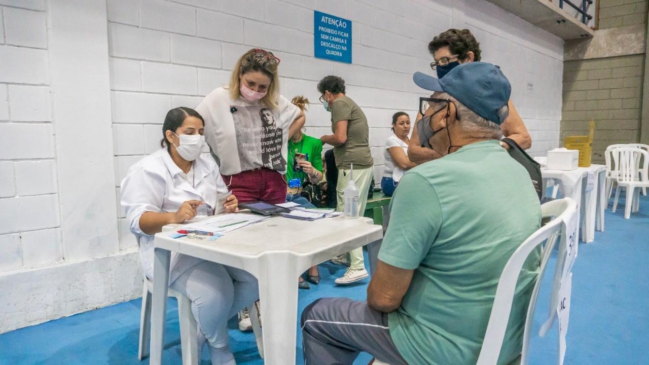 Bertioga iniciará vacinação com dose de reforço contra a Covid-19 para idosos acima de 80 anos e imunossuprimidos