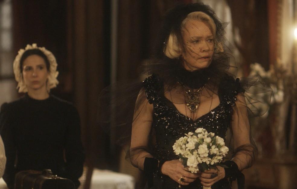 Greta (Julia Lemmertz) é abandonada por Ferdinando (Ricardo Pereira) no dia do casamento, em 'Novo Mundo' — Foto: TV Globo