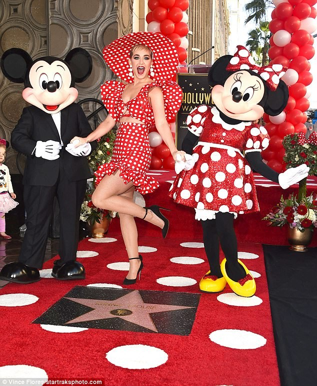 Minnie, Mickey e Katy Perry