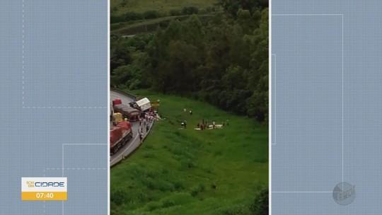 Homem é preso após saquear 600 Kg de carnes de caminhão que tombou na Fernão Dias