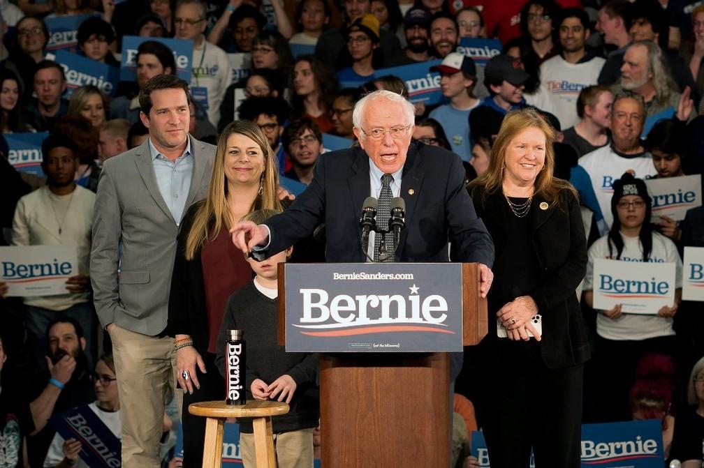 Bernie Sanders durante discurso aos seus apoiadores, em 3 de fevereiro de 2020 — Foto: Kerem Yucel / AFP