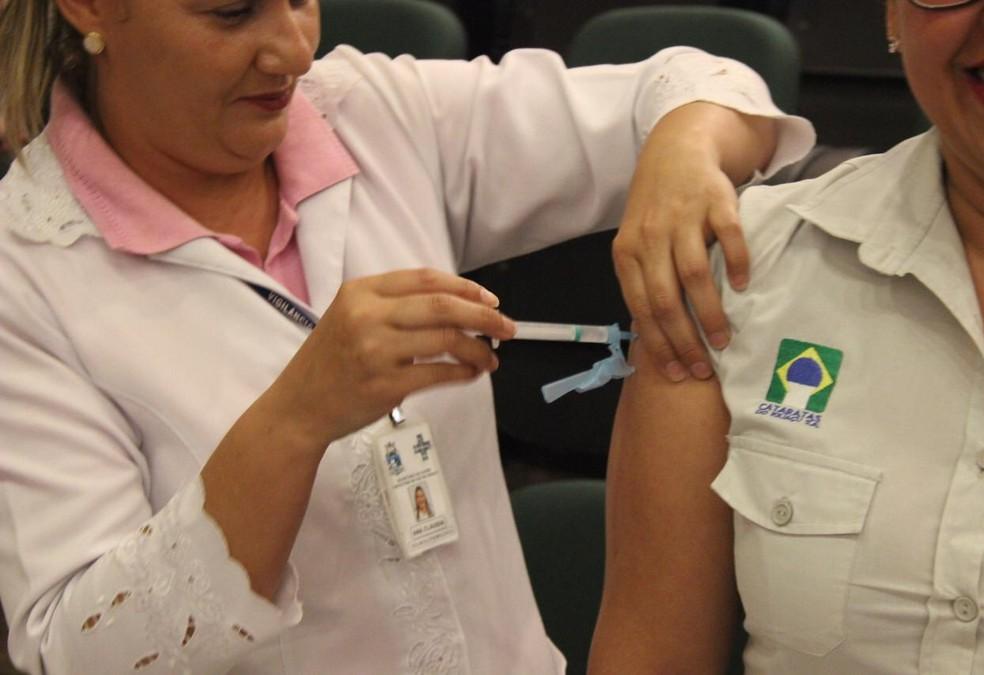 A vacina é indicada para crianças a partir dos nove meses, com reforço aos quatro anos, e para adultos até 59 anos — Foto: Crédito: Wesner Ferreira/Parque Nacional do Iguaçu