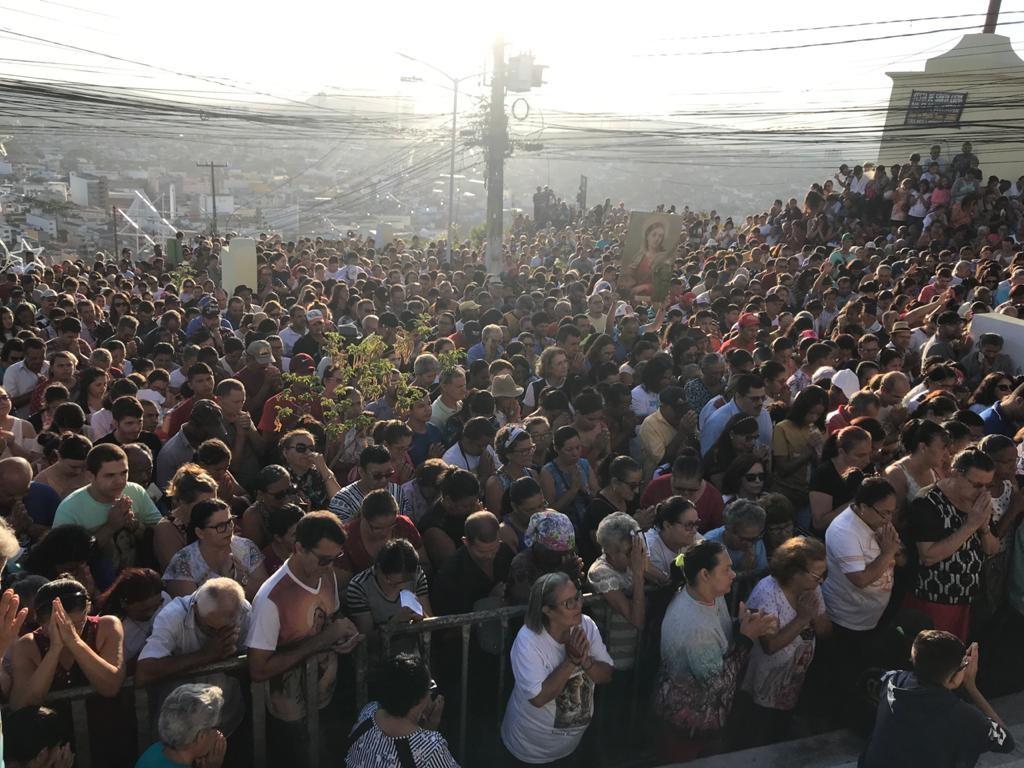 Festa de Santa Luzia reúne centenas de fiéis no Monte Bom Jesus, em Caruaru