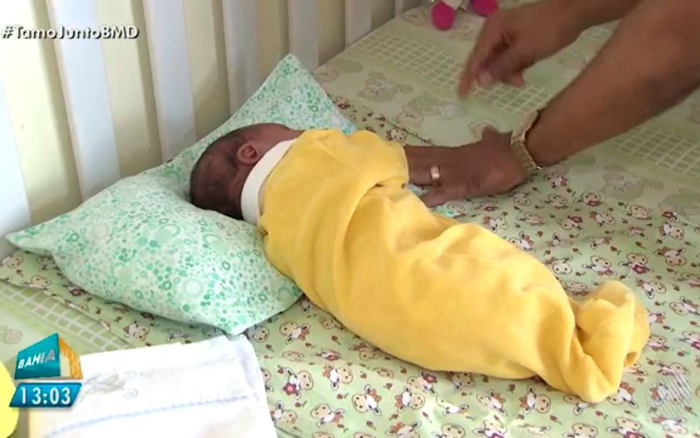 Bebê está abrigado no bairro da Liberdade, em Salvador (Foto: Reprodução/TV Bahia)