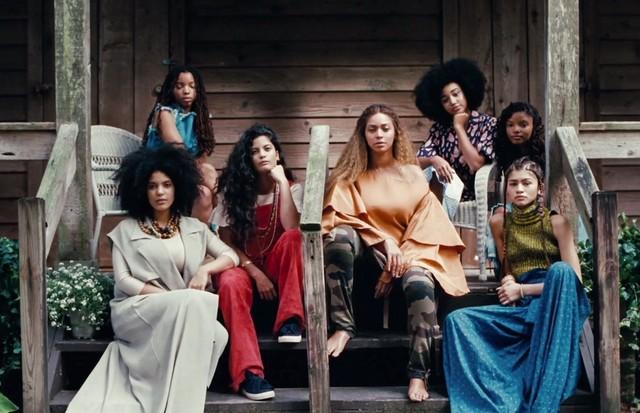 Amandla (no alto, à direita) em cena do clipe de Lemonade (Foto: Reprodução)