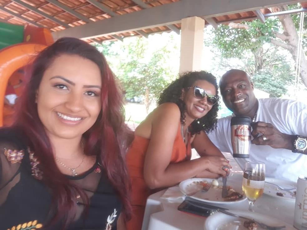 Larrisa (à esquerda), Jaciane e o cabo Elias Matias Ribeiro em Araraquara — Foto: Reprodução/Facebook