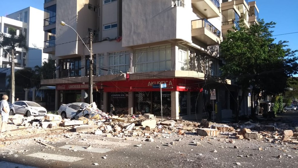 Explosão em apartamento provocou incêndio em prédio de Farroupilha — Foto: Claudia Soares/arquivo pessoal