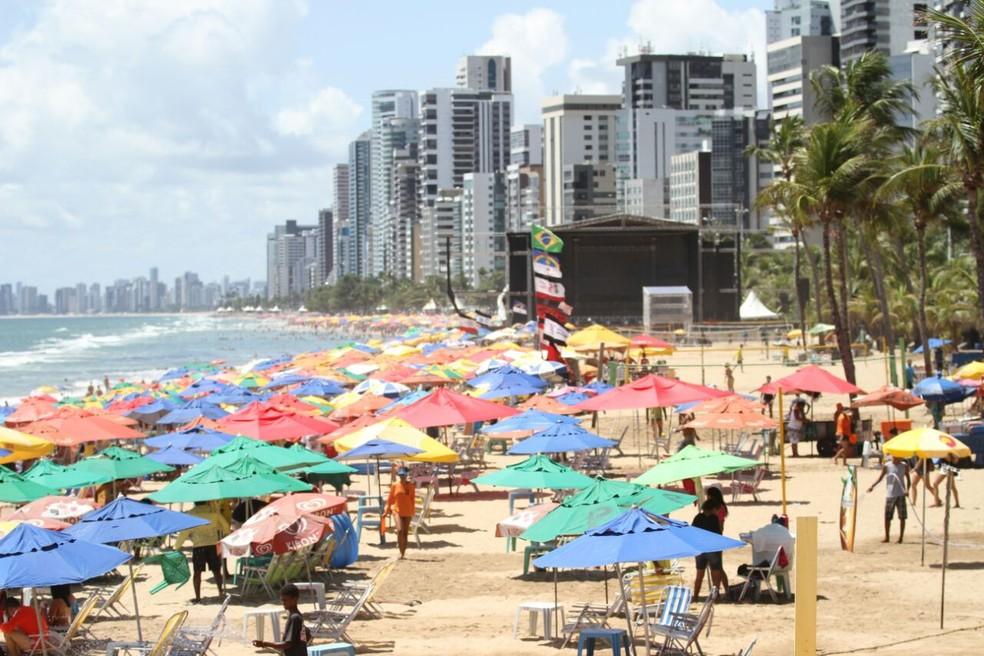 Praia de Boa Viagem, na Zona Sul do Recife, tem trecho impróprio para banho (Foto: Marlon Costa/Pernambuco Press)