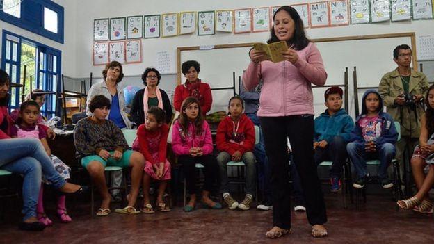 Para diretor da OCDE, política de valorização dos professores passa por oferecer carreiras estimulantes e aumentar a seletividade, para atrair os melhores profissionais (Foto: TÂNIA RÊGO/AGÊNCIA BRASIL via BBC News Brasil)