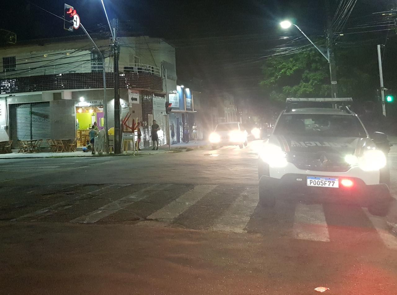 Mulher é vítima de estupro ao caminhar por rua do Centro de Fortaleza; polícia procura criminoso