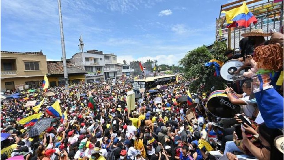 Os protestos se intensificaram após os confrontos com as forças de segurança pública — Foto: Getty Images/BBC