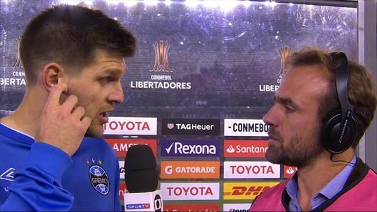 """Kannemann destaca jogo coletivo do Grêmio e minimiza cartão amarelo: """"Era uma briga"""""""