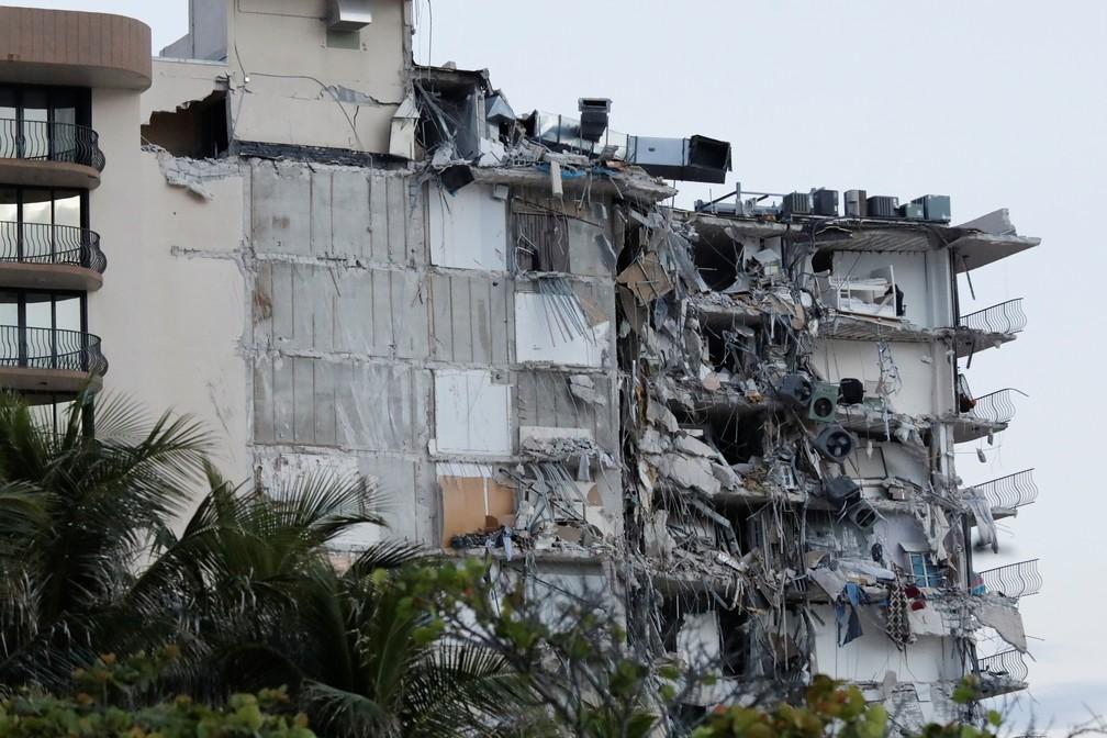 Parte de prédio desmorona em Miami Beach — Foto: REUTERS/Marco Bello