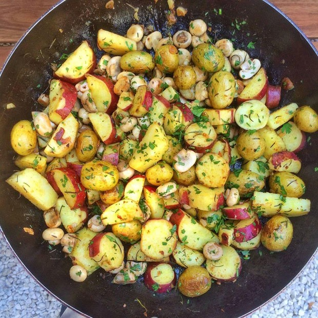 Batatas salteadas com cogumelos, por S Simplesmente (Foto: S Simplesmente)