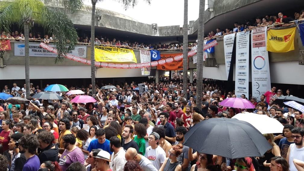 Assembleia da Unicamp para votação de moção em defesa da ciência e educação lota o Ciclo Básico do campus de Campinas — Foto: Paulo Gonçalves/EPTV